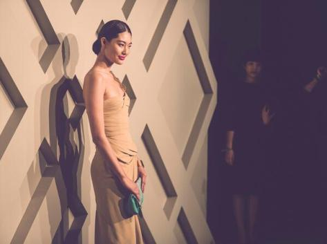 Chinese model Bonnie Chen making her entrance at the Burberry event in Shanghai - Executive Salad