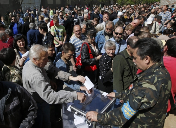 Ukraine rebels hold referendums in Donetsk and Luhansk