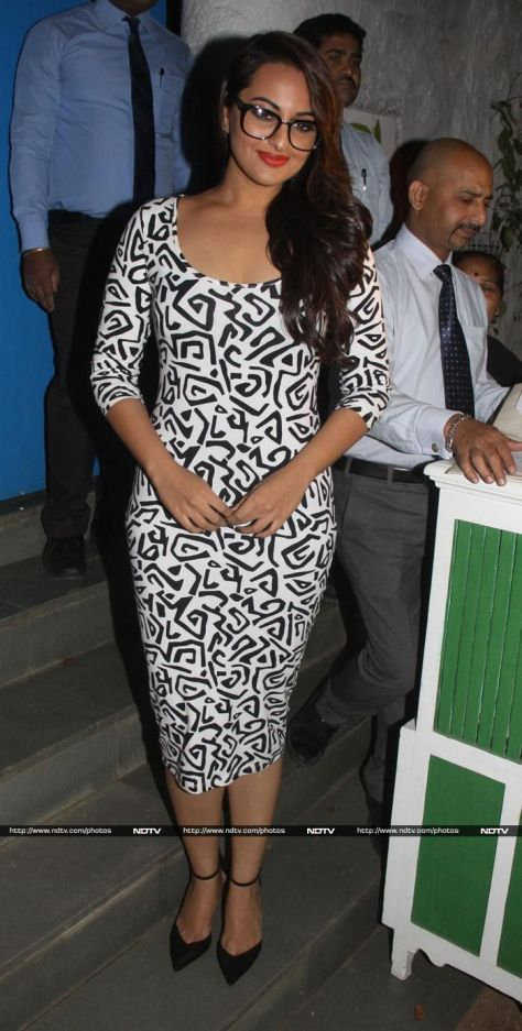 Sonakshi wearing Nikhil Thampi - Executive Salad